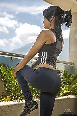 Free Yoga Pants Pics