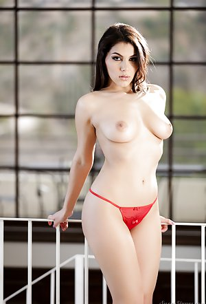 Free Young Milf Pics