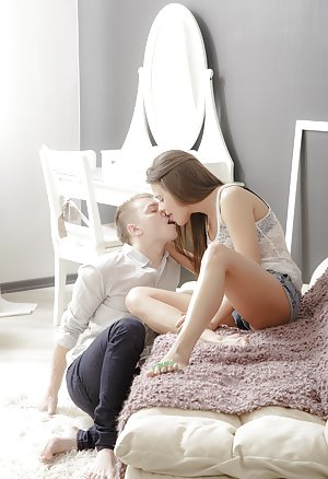 Free Kissing Pics